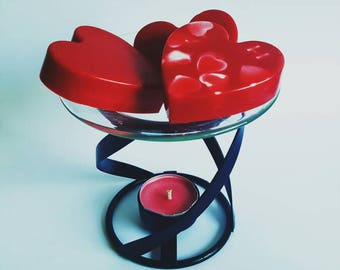 Stunning wax burner with two soy wax heart melts. Oil burner, scented wax melts, home, gift idea, Jo Malone scents, Designer perfume scents.