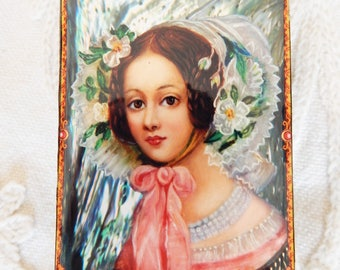 Russian Giclee Lacquer Trinket Box with Portrait of a Victorian Lady