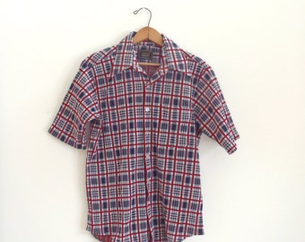 Vintage mens plaid button up shirt / short sleeve collared polyester top / retro shirt