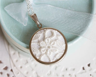 Lace necklace with off white lace l007
