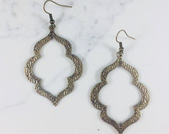 Moroccan shape antique gold earrings // Fast and free shipping