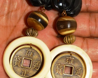 Chinese Black/Cream Plastic Lucite Dangling Clip On Earrings.