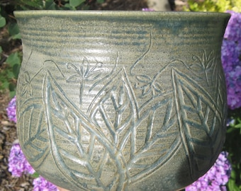 Planter with Carvings of Leaves and Flowers