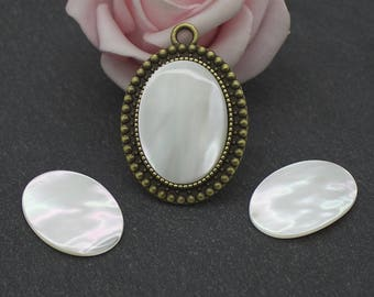18 x 25 mm: mother of Pearl oval natural CG48 cabochon