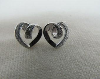 14K White Gold Textured Heart Earrings Item W-#549