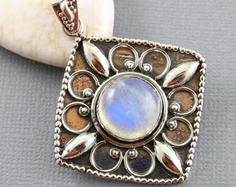 Rainbow Moonstone Pendant, 925 sterling silver pendant, Silver Pendant, Pendant for Necklace, Rainobow Moonstone, Artisan Pendant, (SP-7006)