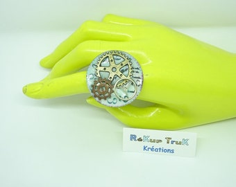 Steampunk. Clock and clockwork ring. Upcycling