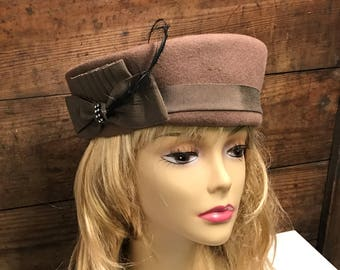 Vintage Taupe Wool/Felt Formal Hat, Vintage Taupe Pill Box Hat, Brown Pill Box Hat, Bolton's Store, Vintage Brown Wool Hat