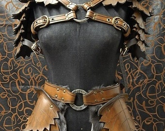 Leather leaf armor set ''petite'' version, made to your size. Include double shoulder and tasset.