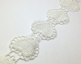 Ecru lace heart 48mm