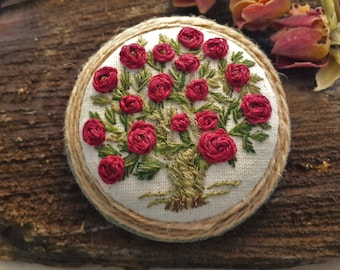 Red Roses Brooch, embroidered jewelry, handmade brooch, gift for her, unique jewelry, vintage style
