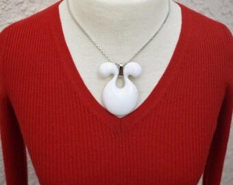 Sarah Coventry White Lucite Pendant Necklace Vintage