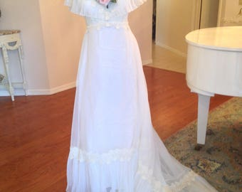 Lovely Vintage White Wedding Gown, Romantic Wedding Gown Dress, Wedding Dress, White Wedding Dress