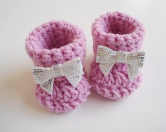 Baby girl booties Crochet baby booties Pink bow booties Baby shower gift Newborn photo prop Newborn baby shoes New baby girl gift Ugg style