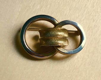 Vintage Double Circles Brooch light gold tone ~ Katherine had him wrapped around her little finger. Moddities