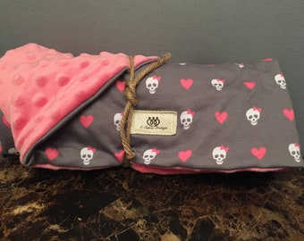 Skull and heart baby blanket