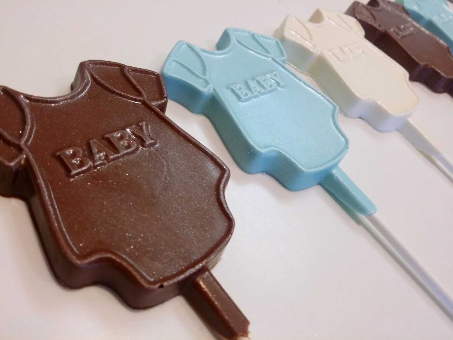 Baby Onesie Chocolate Lollipops. Chocolate Baby Lollipops. Baby Shower  Oreos. Baby Gender Reveal. Baby Shower Treats. Baby Party Decor. Baby