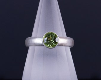 Peridot 6mm Round Bezel Sterling Silver Ring