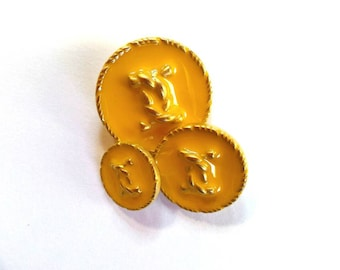 Yellow buttons chanel vintage