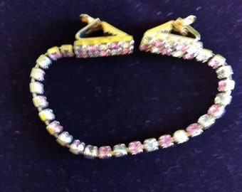 Sweater clips with Rhinestonds and pink Quartz
