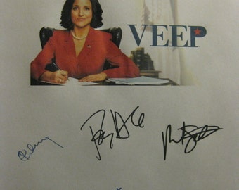 Veep Signed TV Screenplay Script X7 Autograph Julia Louis-Dreyfus Anna Chlumsky Tony Hale Matt Walsh Reid Scott Timothy Simons Sufe Bradshaw