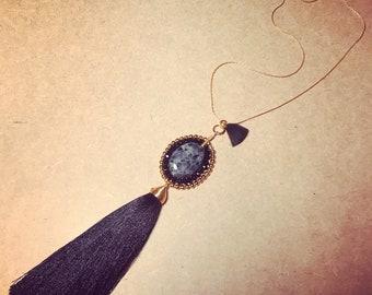 Medallon negro con chapa de oro