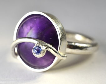 """Silver ring with Amethyst - """"Parentesi"""" collection"""