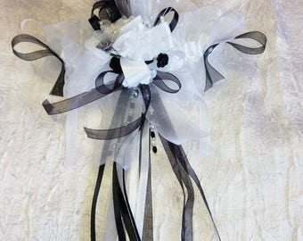 /Noire white and gray bridal garter
