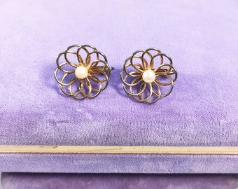 Vintage gold tone flower pearl clip on earrings. Flower pearl clip on earrings, pearl clip on earrings, pearl earrings, gold flower earrings