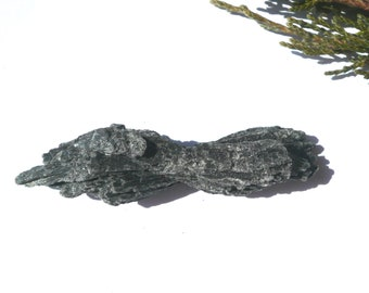 Raw kyanite Black kyanite Kyanite crystal Natural kyanite Stone kyanite 13.9 g Mineral specimens Healing Crystals and Stones