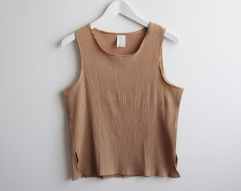 beige pleated crinkled tank top / viscose / slouchy minimal / french vintage / m l size
