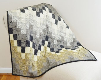 Neutral Grey and Cream Zig Zag Bargello Wall Hanging Quilt