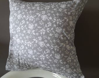 Cushion cover 40 x 40 cm. Gray and white lace pattern.