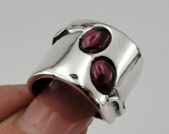Stunning Sterling Silver Garnet Ring size 7.5, Garnet ring, Red stone ring.  (h 1006