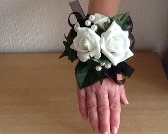 Wrist corsage white and black