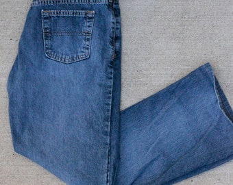 Vintage 90s Tommy Hilfiger Jeans Low/Mid Rise with Boot/Wide Leg Bottom
