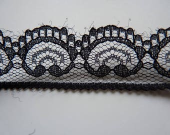 Very slight scalloped Ribbon 1 m x Black Lace (32)