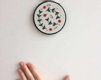 "Embroidery Hoop Art 3"" Spring Sprigs 