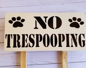 No trespooping sign, includes stakes