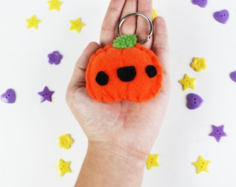Pumpkin Keychain - Halloween Keyring, Trick or Treat, Felt Food, Party Favors, Food Keychain, Stocking Stuffers