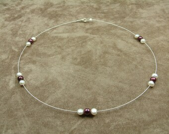 Wire Necklace with White and Bordeaux Pearls (Κολιέ από Ατσαλόσυρμα με Λευκά και Μπορντό Μαργαριτάρια)
