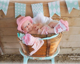 Newborn Cowgirl Hat and Boots 0-3 Month Baby Cowboy Outfit Crochet Cowgirl Boots Cowboy Hat Boots Infant Halloween Costume Photo Prop Gift