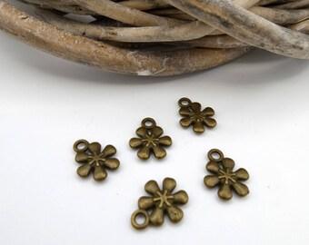 5 charm bronze metal flowers