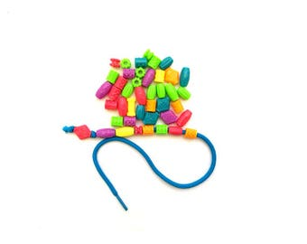 Montessori Lacing Beads Busy Bag, Fun Activity to Strengthen Toddler and Preschool Fine Motor Skills, Kids Beading Activity