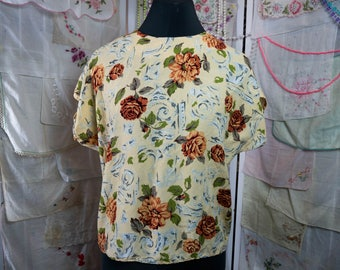 True Vintage Shirt with Rust Colored Roses and Architectural Details in Gray on Butter Yellow Field - J-fashion Larme Kei Jaclyn Smith 80s
