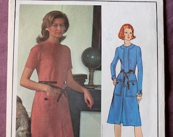 Misses 70s Vogue Paris Original Designer Molyneux Dress Front Band Inverted Pleat Vogue 2626 Sewing Pattern Size 12 B 34 Uncut FF with LABEL