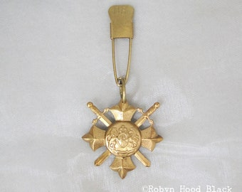 Vintage Brass British Coat of Arms on Vintage Laundry Pin - D6