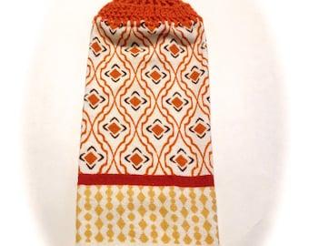Orange und Creme Hand Handtuch mit Karotte Orange gehäkelt Top