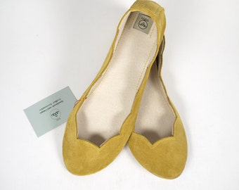 Scalloped Ballet Flats Shoes. Ballerinas Shoes. Leather Shoes. Bridal Shower Gift. Bridesmaids Favors. Mustard Yellow Slip on. Wedding Shoes