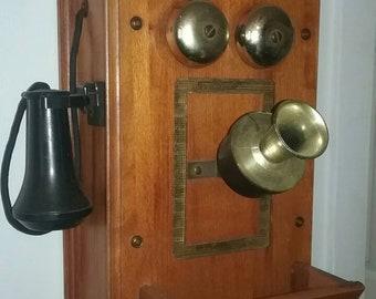 Vintage telephone / am tube radio, it works.